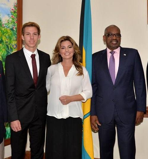http://www.shaniasupersite.com/shania-bahamas-primeminister120717-4a.JPG