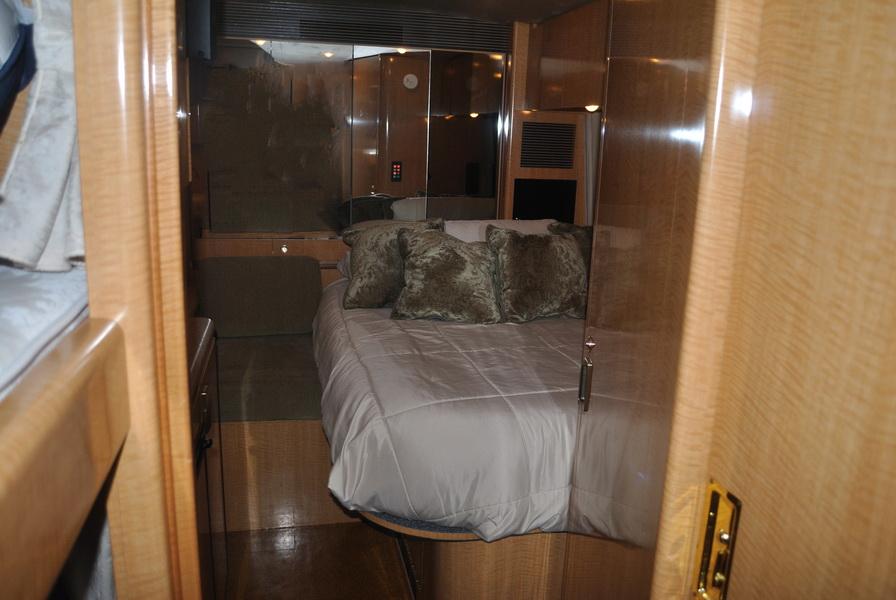 shania-rockthiscountrytour-bus20.JPG
