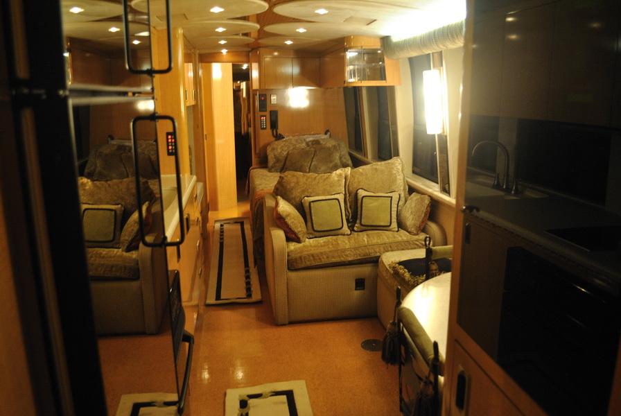 shania-rockthiscountrytour-bus9.JPG